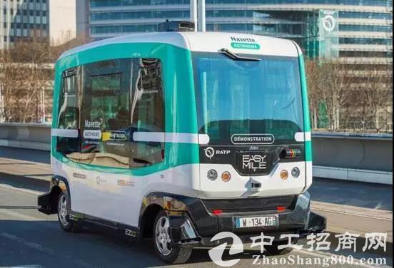 """随着全球各大科技巨头的加入,无人驾驶的浪潮正在袭来。深圳首辆""""无人驾驶公交""""10月底正式上路 。"""