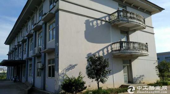 长丰镇独院厂房1-3层3400平方出租