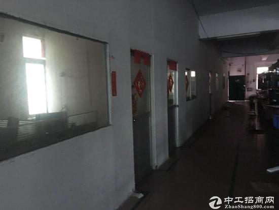 白濠村原房东厂房三楼有500平方已空出,有电梯,电80