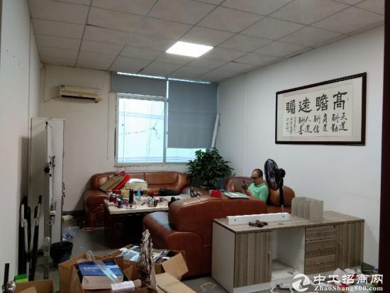 石岩南光高速口原房东楼上500平方带精装修厂房出租