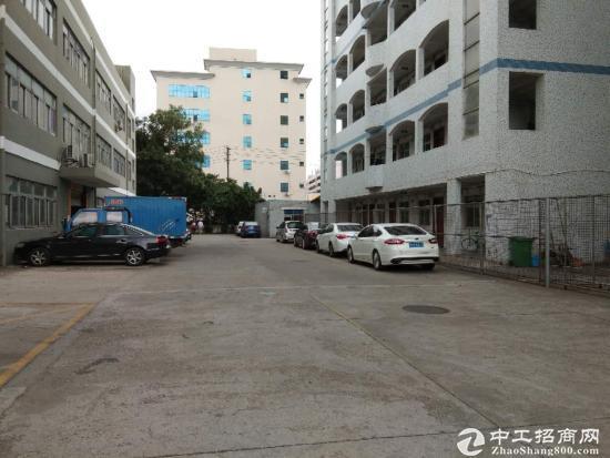 石岩汽车站旁原房东独院一楼1300平带装修厂房出租