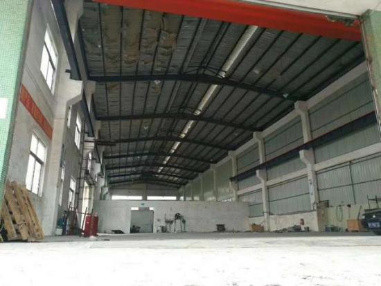 南五村独门独院单一层滴水9米钢构厂房2000方,带行车一台