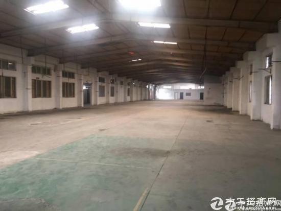 厚街镇陈屋工业区现有部分空置厂房对外出租,主线照明已全部到位