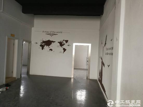 平湖辅城坳工业区二楼1300平带装修厂房招租可分租