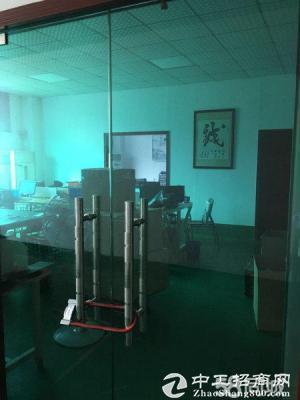 平湖辅城坳楼上1000到1800平米标准厂房出租