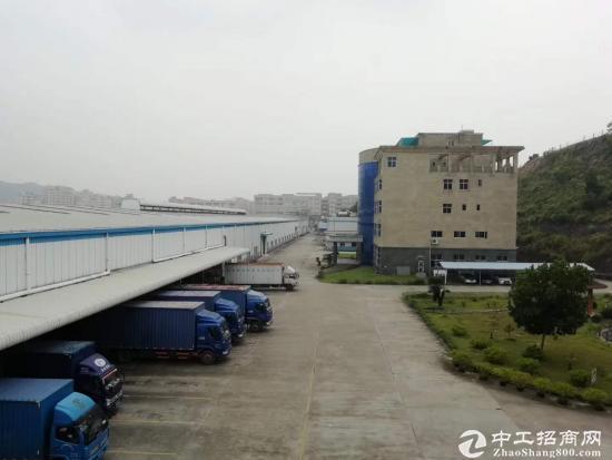 石岩一楼2000平大钢构招租。带卸货平台