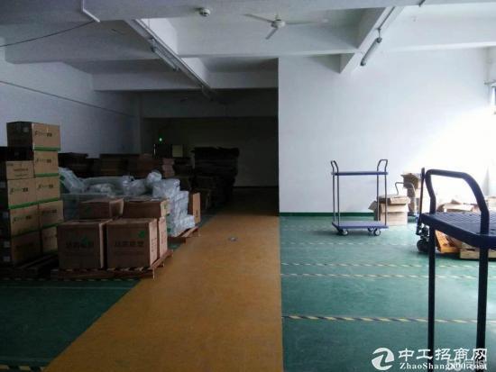 龙岗爱联2楼厂房办公室650平方出租,带装修
