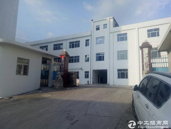 石岩2楼2980平米标准工业厂房出租