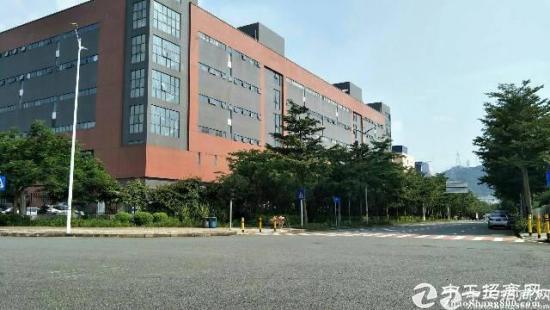 公明高薪区2楼整层4300平米红本厂房出租