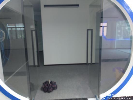 龙岗区布吉丹竹头地铁旁180平米租金5200元带家私空调