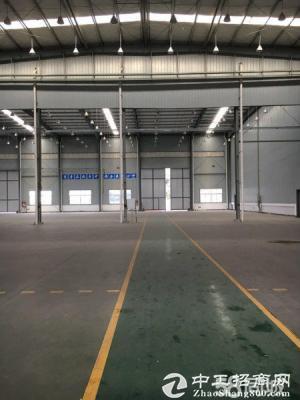 青白江1500平优质标准厂房,层高13米,带航车