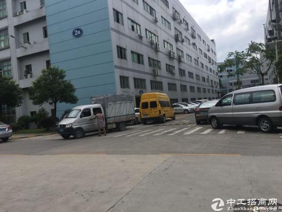 石岩北环原房东红本产业园2楼整层2750平米厂房出租