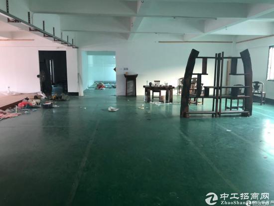 坪山深汕路边新出楼上600平米厂房18元出租可分