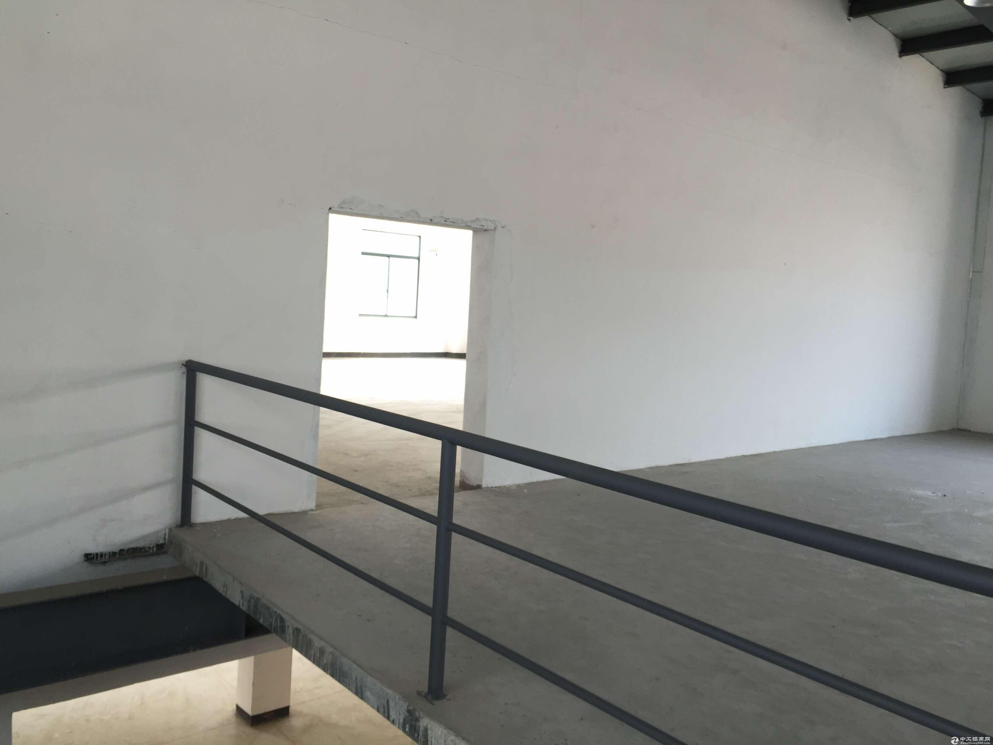 松江车墩独栋2111平米厂房出售可架行车