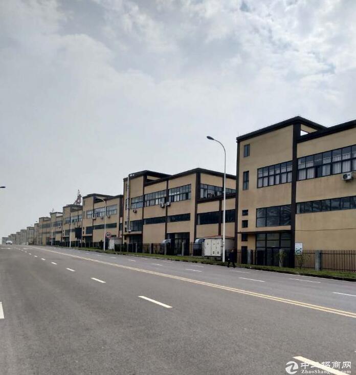 单层12米高独栋带院馆用房2200元/㎡起