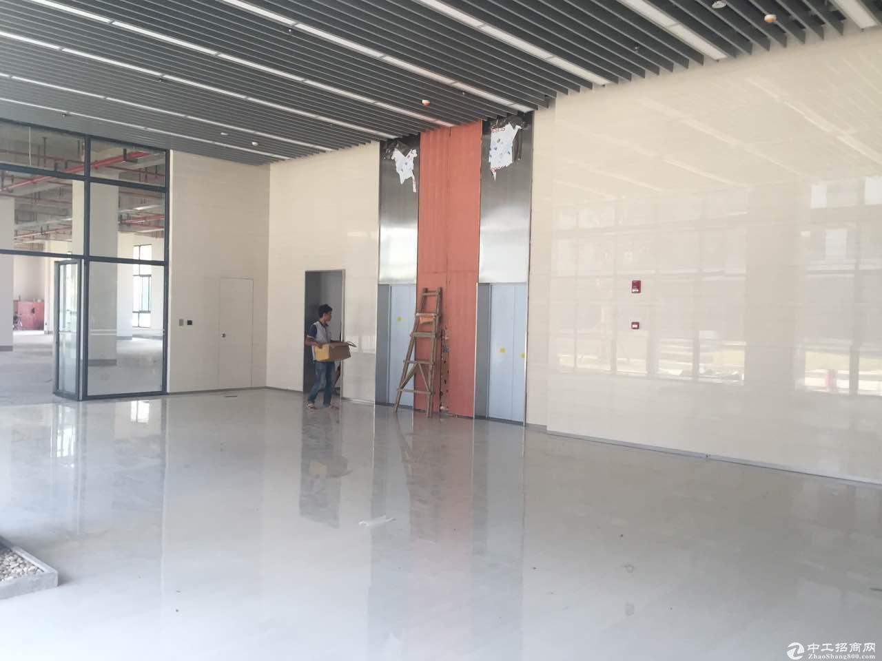 科学城!!地铁站50年工业地产独立整层900平米厂房租售