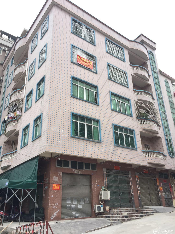 常平下墟大路边厂房出租,货梯水电齐全,每层350平可分层租。