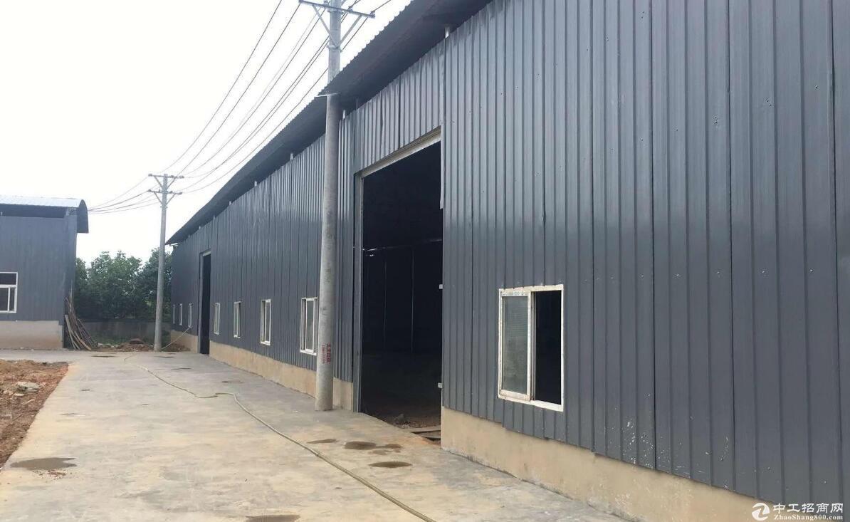 红安开发区,单层钢构厂房出售,停车方便,绿化好