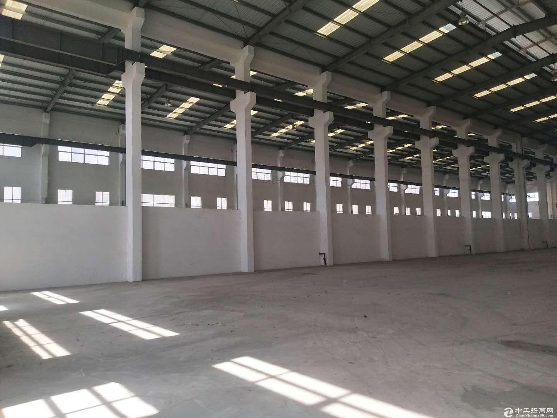 神湾镇单一层厂房3200平方,滴水13米,带2台航车,交通便利。