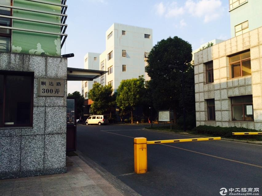 嘉定南翔642平总部生产电梯办公装修绿证50年出售