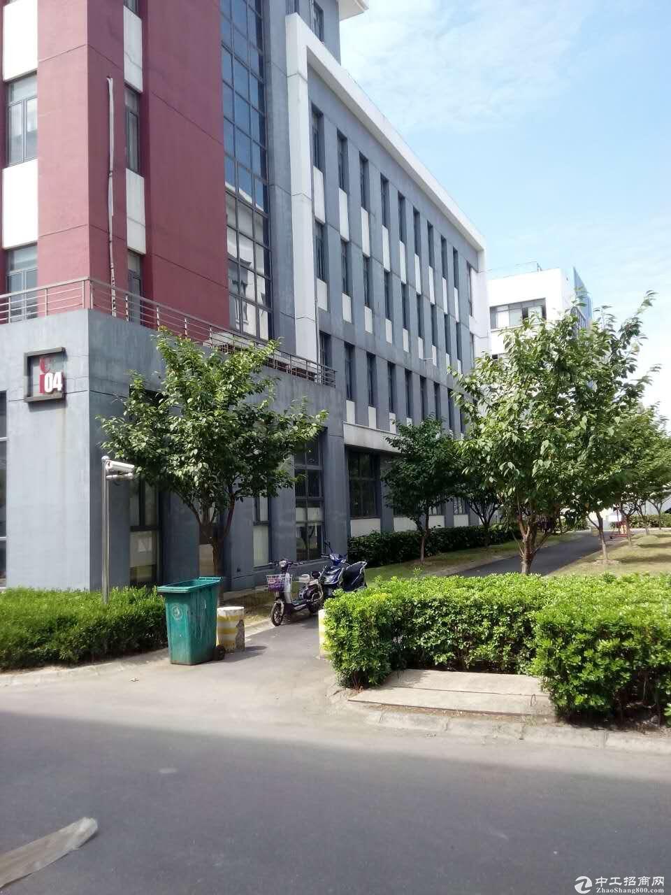 松江车墩104板块独栋出租,每层面588平米厂房