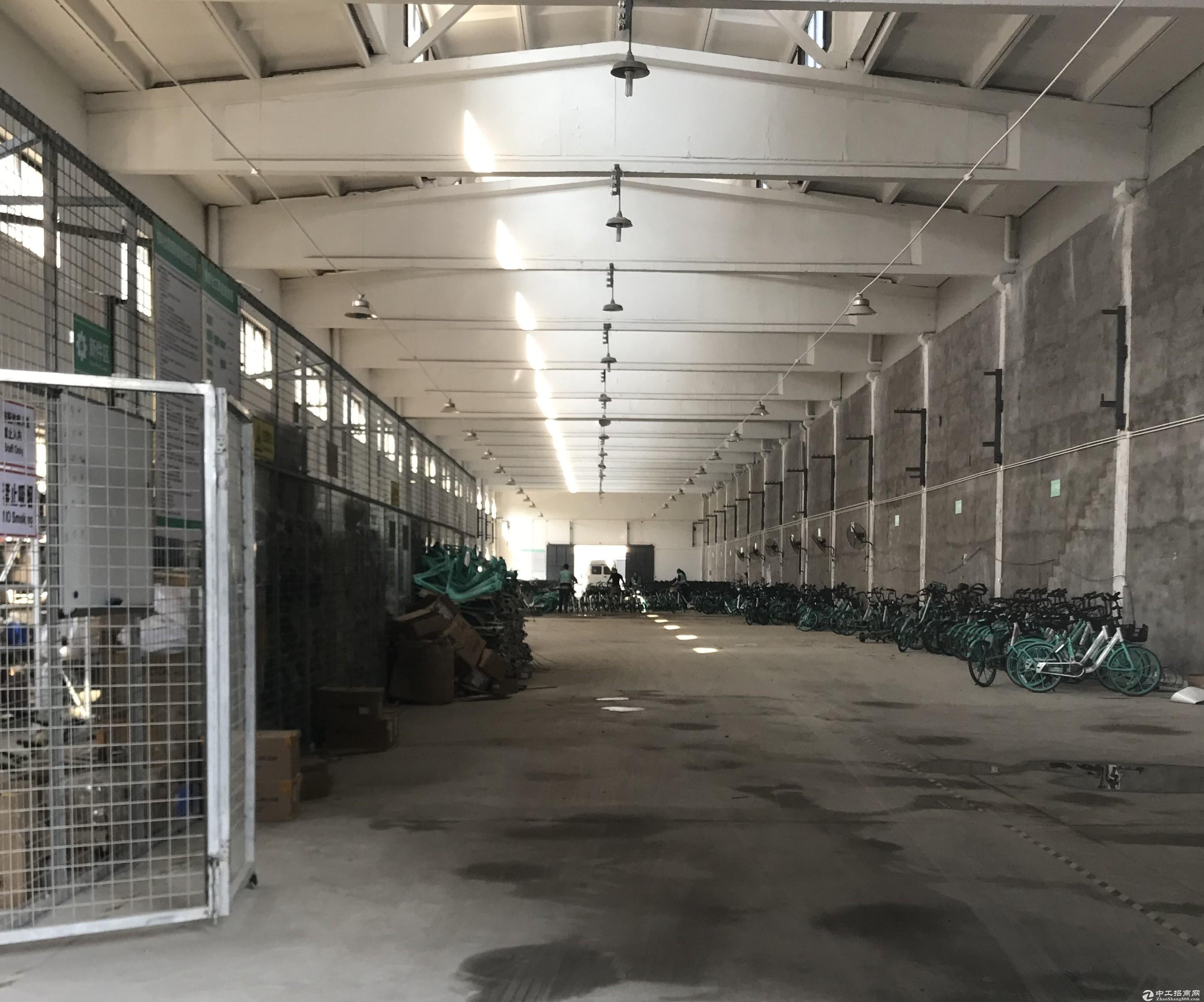 江海东路高架旁500平仓库、层高8米、大车好进出