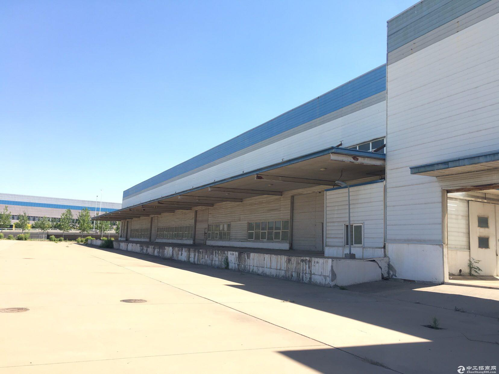 空港板块,32000平米厂库房出租