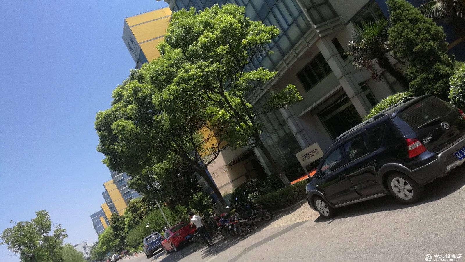 松江工业区有轨电车旁独栋厂房出租面积400到2500平方