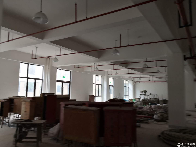 宣桥镇三灶工业园区二楼仓库1400平米0.9元