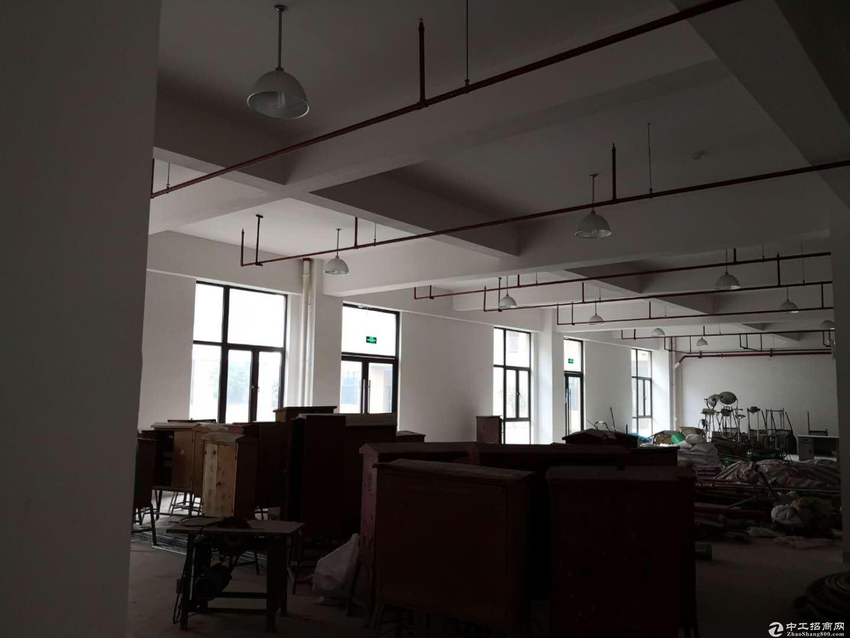 宣桥镇三灶工业园区二楼仓库1400平米0.9元-图2