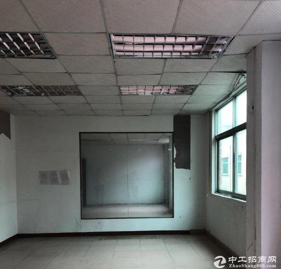 横栏茂辉楼上550平带地坪漆标准厂房 配有货梯