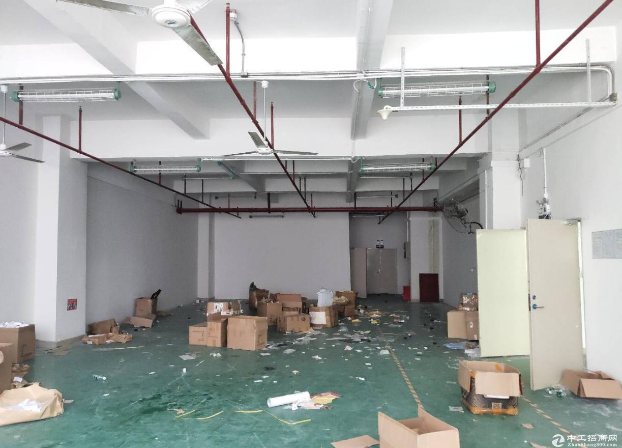 群富工业区新出楼上带装修厂房900平无转让费