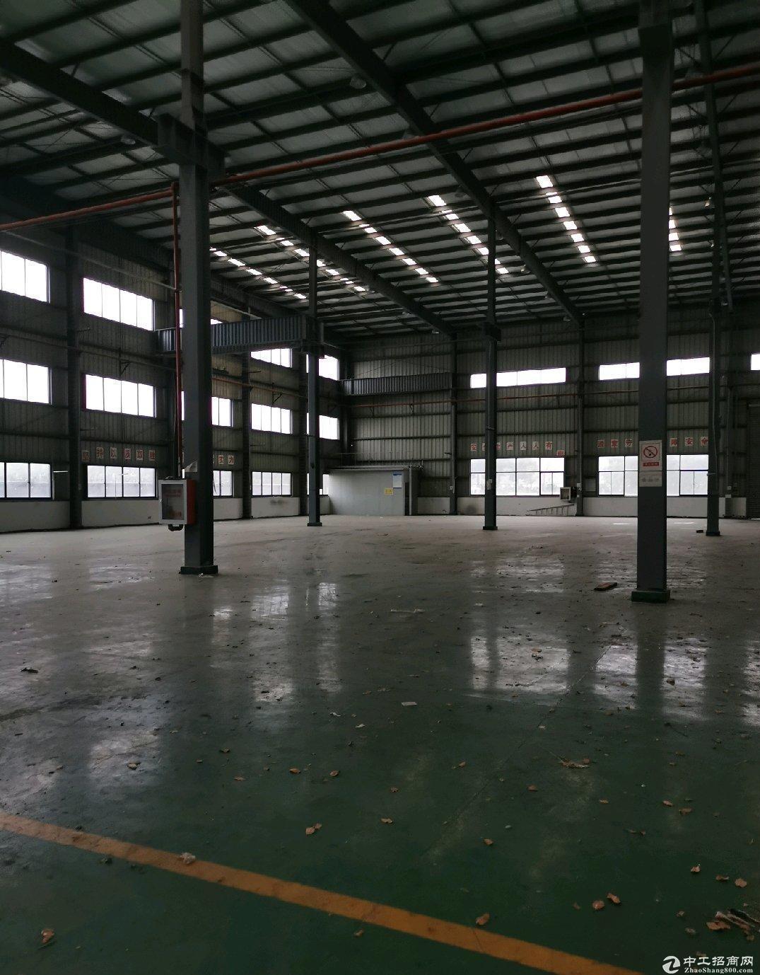 浦东临港海港物流园区仓库8200平场地2万平可短租