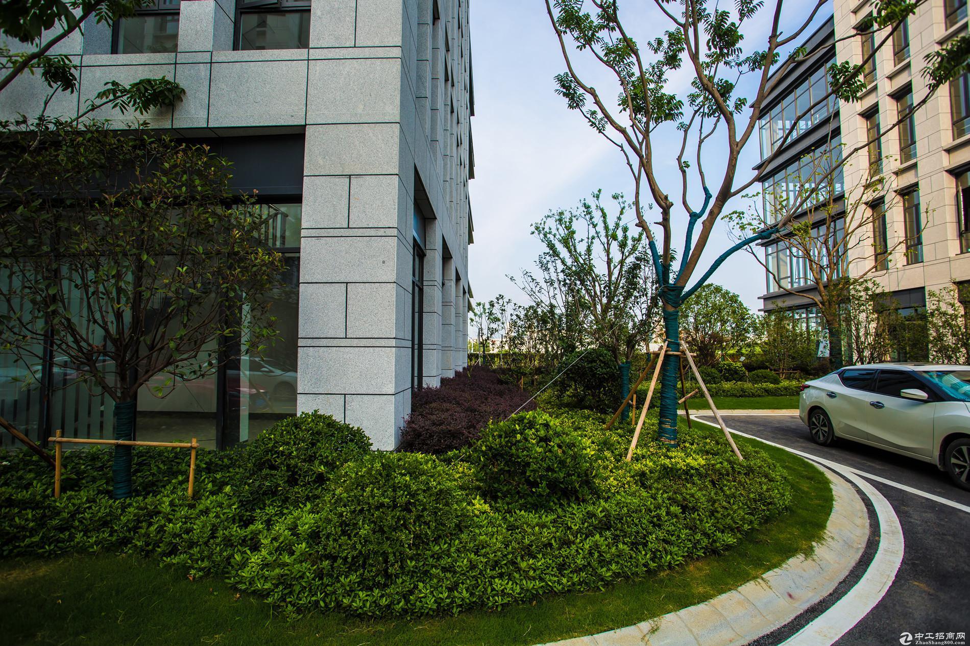全新独栋3层标准厂房3500平米 首付3成  有宿舍