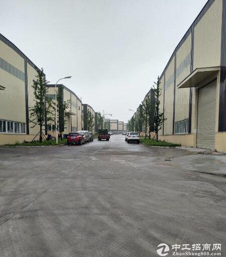 高速口主干道旁单层12米带庭院厂房