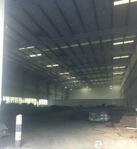 渝北翠云轻轨站旁钢架结构带行车5300平厂房出租交通便利