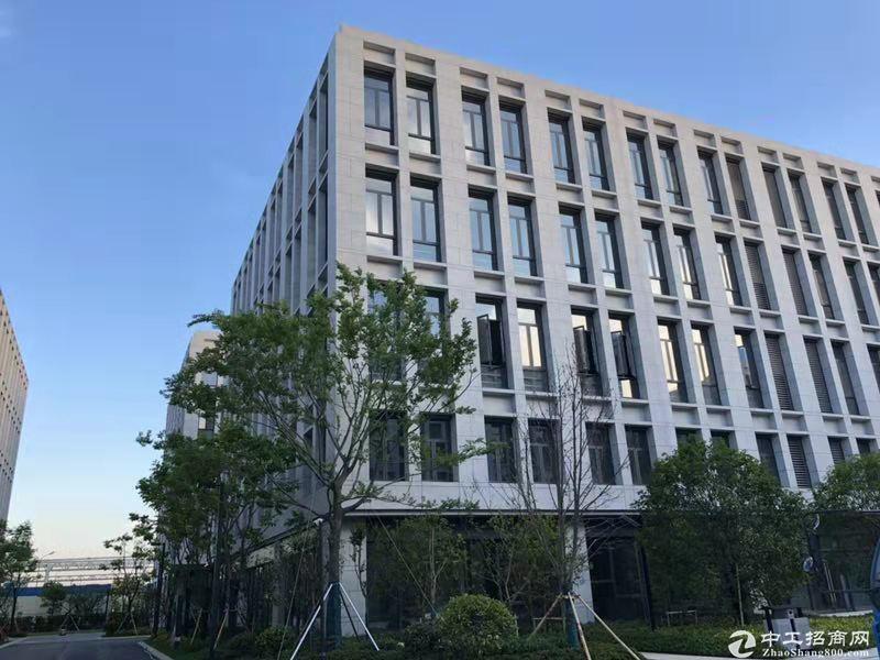独栋3层新建厂房3200平 层高7米2  可贷款 有牛腿