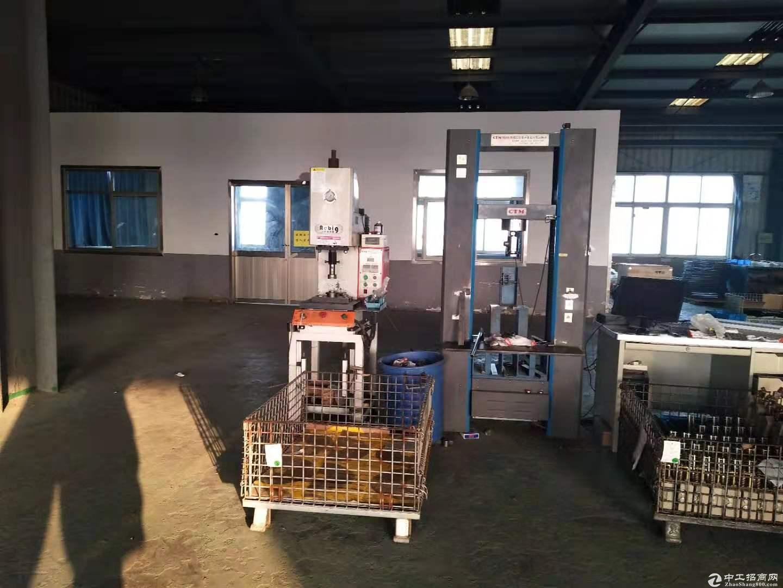 青浦白鹤,厂房3000平一栋两层,104绿证带三部行车,两部3吨货梯