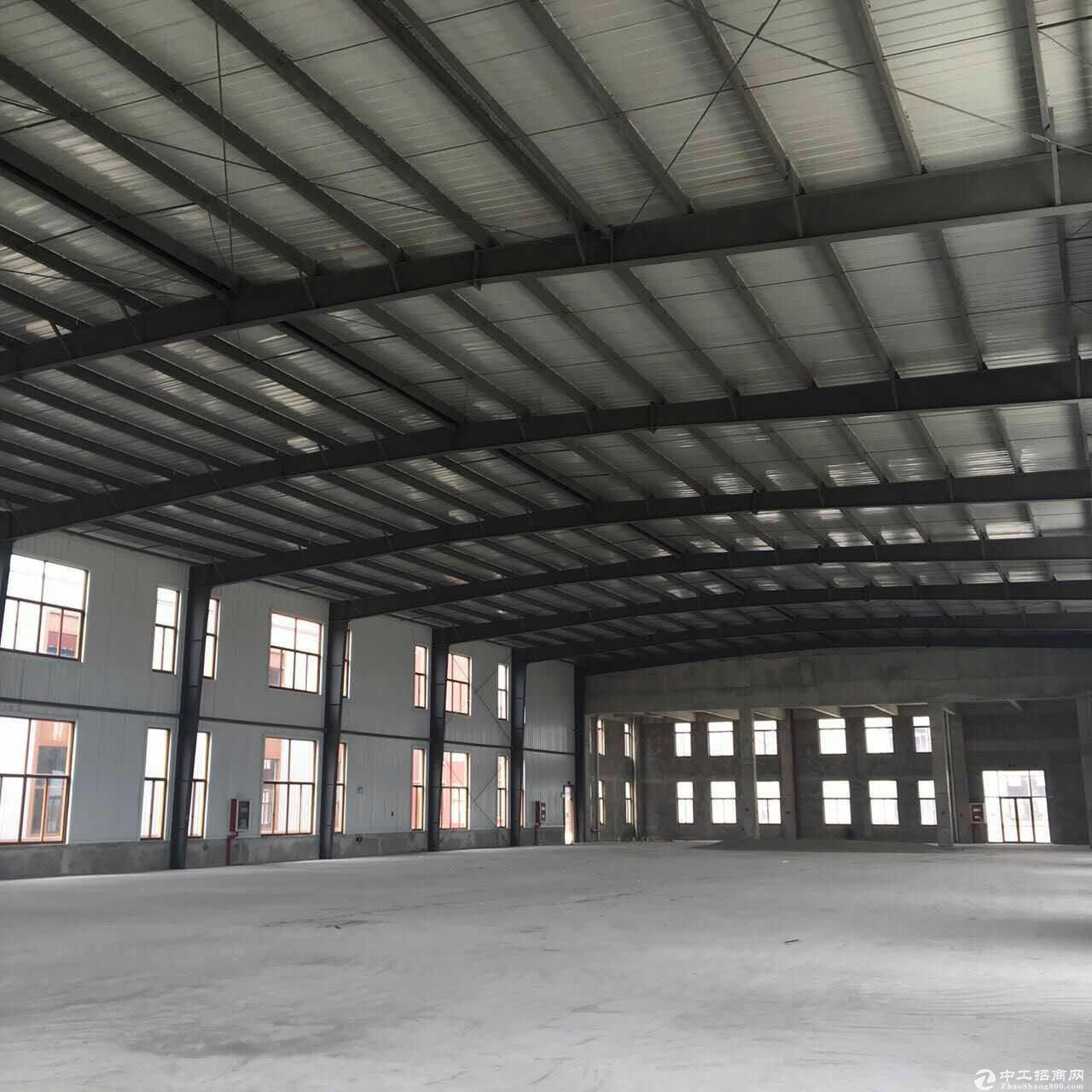 出售园区独栋3795平钢构10米层高厂房,有牛腿,50年独立产权,高速口旁