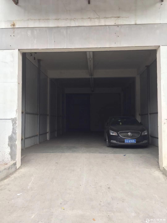 南京新港开发区二楼580平米厂库图片2