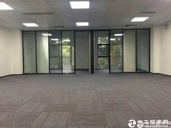 精装修办公室 户型方正 采光充足图片2