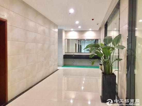 物业直租坂田地铁口240平 3+1格局正南 带家私出租