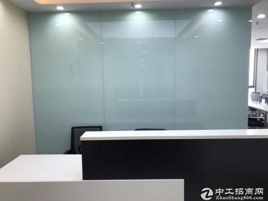 《汉街总部国际》199平精装带家具,高区办公视野开阔,拎包入住。图片1