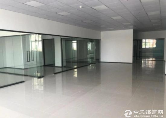 龙华清湖地铁口300平带装精装办公室出租3+1格局