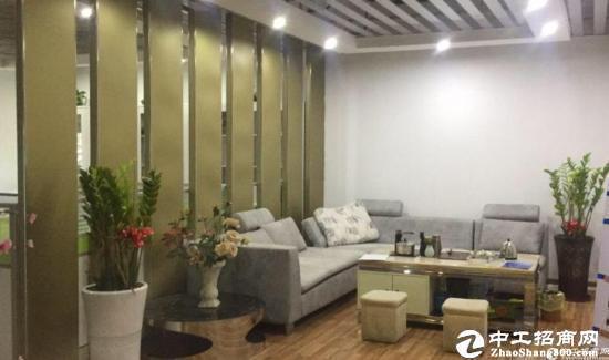 龙岗地铁口580平精装修办公室出租低至40元