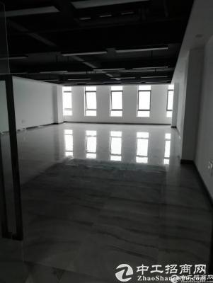 双龙地铁站写字楼单层面积1320平出租