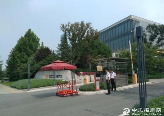 鸿坤金融谷售楼处电话: