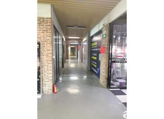 横岗塘坑地铁附近华润万家6楼精装修写字楼30平米出租图片2