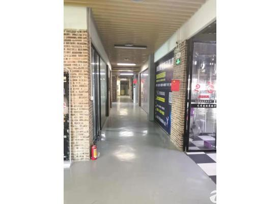 横岗塘坑地铁站华润万家6楼精装修写字楼50平米出租图片1