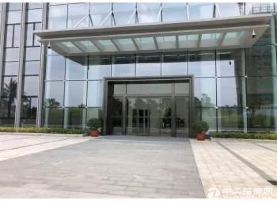 坪山六和写字楼厂房一楼730平方出租 精装修交通便利